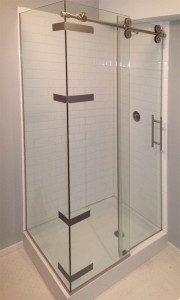 Shower door uses decorative pipe as sliding mechanism