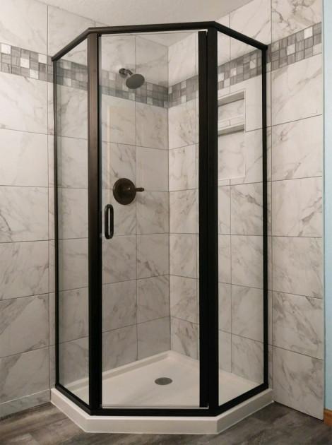 Semi-frameless neo-angle shower