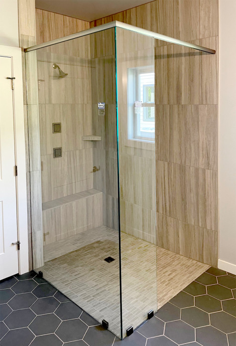 Walk-in doorless shower (Parade of Homes 2021)