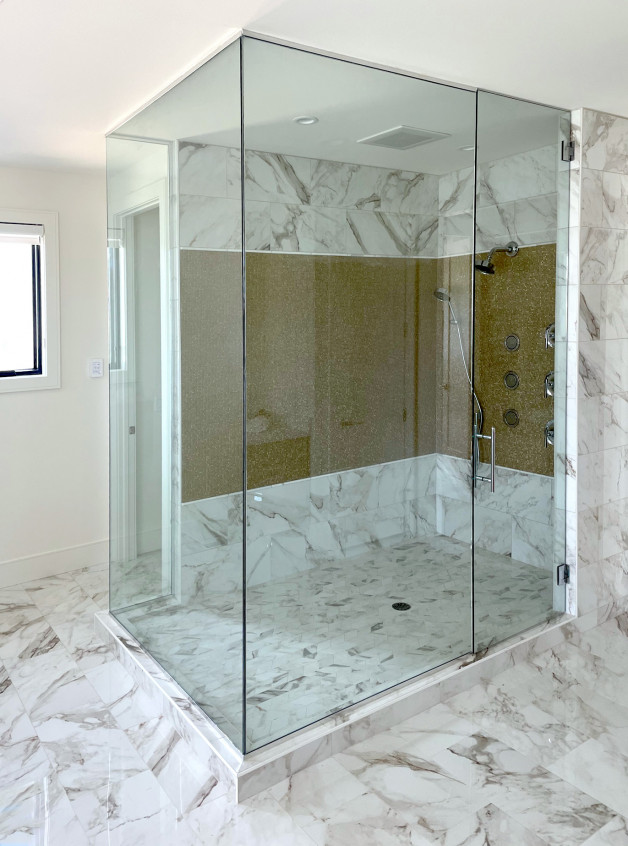 Glassed in shower (Parade of homes, Waunakee)