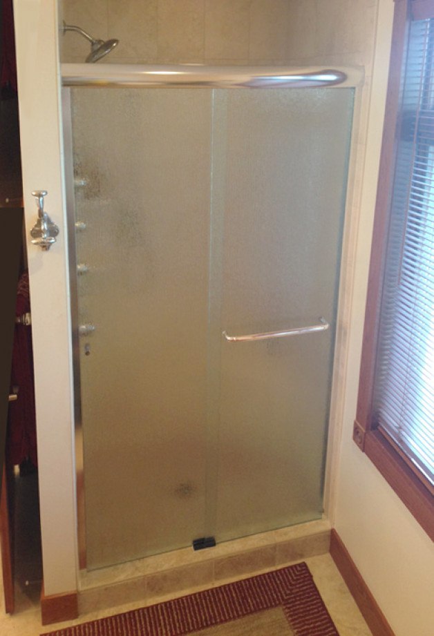 Rain pattern glass and towel bar